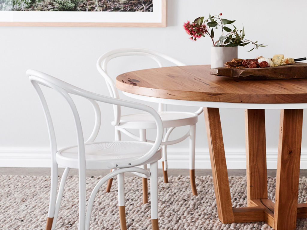 Kithe Highett round dining table