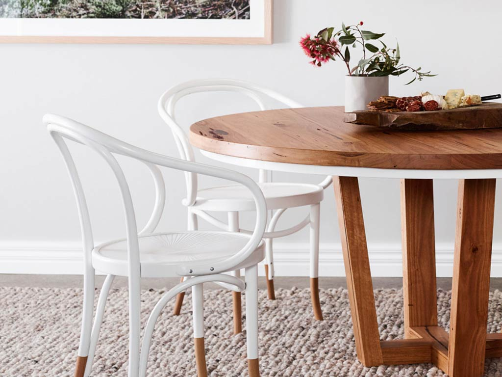 Kithe Highett round dining table