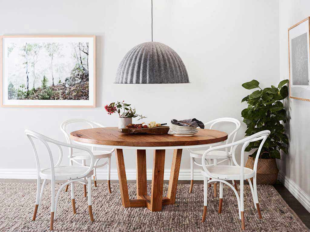 Kithe-Highett-round-table